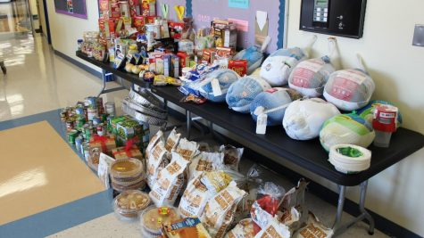 Gateway Staff Provide Thanksgiving to Families
